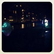 Door het park, langs de lichtjes, met muziek. Mooi!